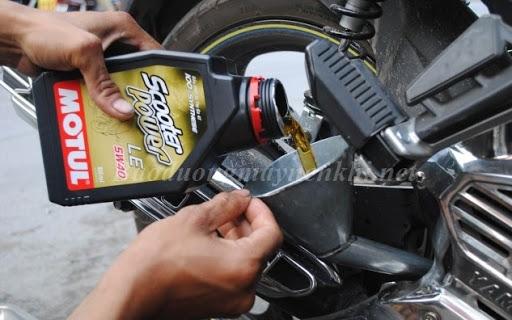 Thay dầu nhớt định kỳ cho xe máy