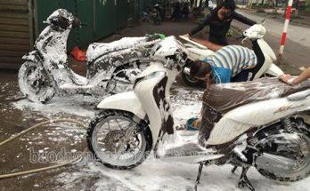 Nguyên nhân rửa xe máy xong không đề được
