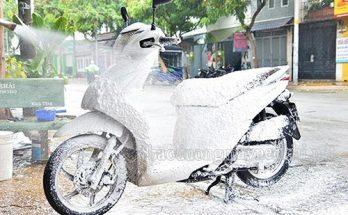 Dịch vụ rửa xe máy rất phổ biến hiện nay